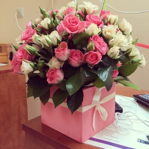 Купить в Харькове Коробка роз №85