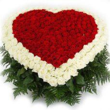 Купить в Харькове Букет цветов Букет цветов Сердце роз №45
