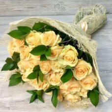 Букет кремовых роз №133